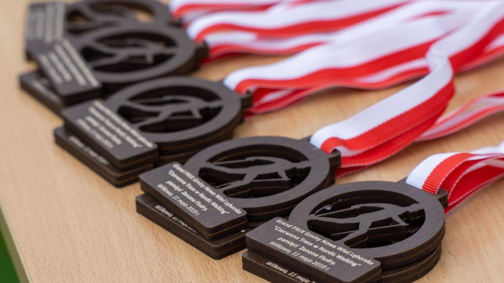 medale biało czerwone